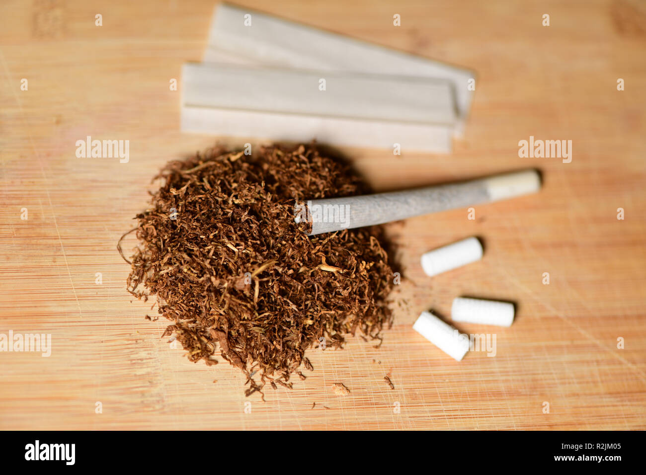 Hand Rolling Cigarette Tobacco Stock Photos & Hand Rolling