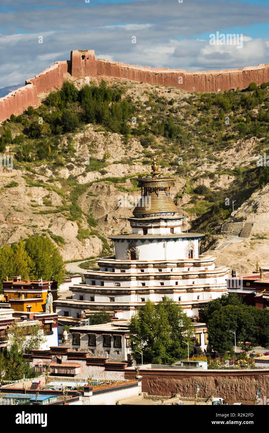 Gyantse, the monastery Pelkhor Choede with the Kumbum Choerten - Stock Image