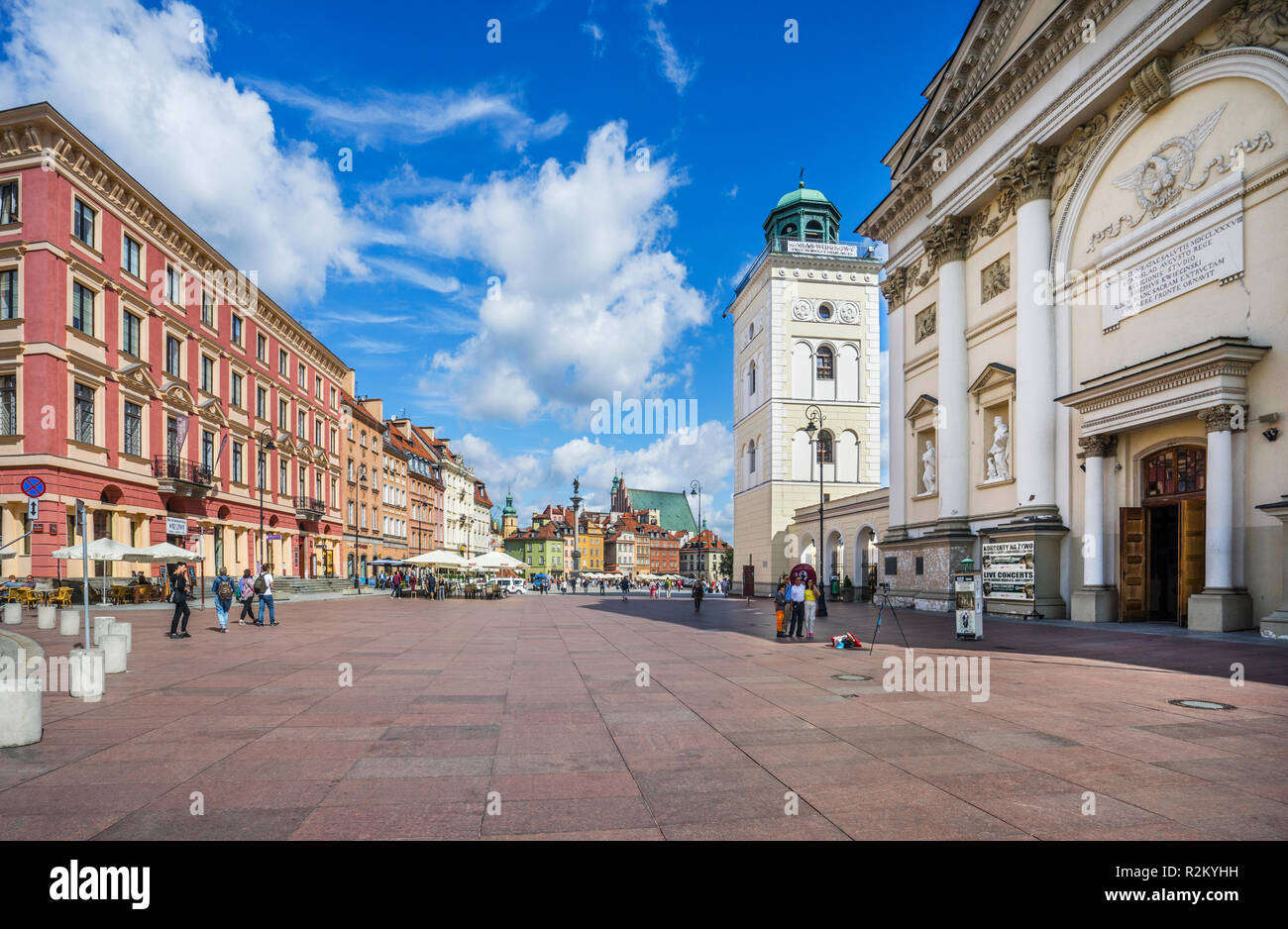 the Neoclassical facade and bell tower of St. Anne's Church with Sigismund's Column on Castle Square in the background, Warsaw, Polans - Stock Image