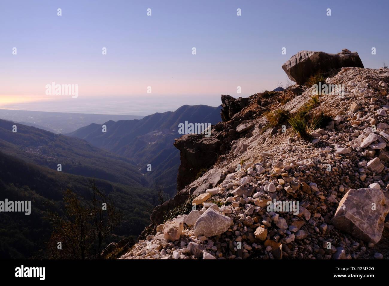 Unplugged: exploring nature, hiking on Tuscany mountains, breathtaking panorama (Italy). - Stock Image