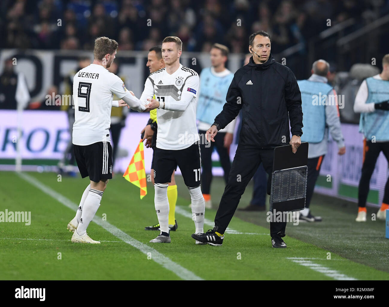Gelsenkirchen, Deutschland. 19th Nov, 2018. Substitutions: Timo Werner (Germany) walks, Marco Reus (Germany) is coming. GES/Football/Nations League: Germany - Netherlands, 19.11.2018 Football/Soccer: Nations League: Germany vs Netherlands, Gelsenkirchen, November 19, 2018   usage worldwide Credit: dpa/Alamy Live News - Stock Image