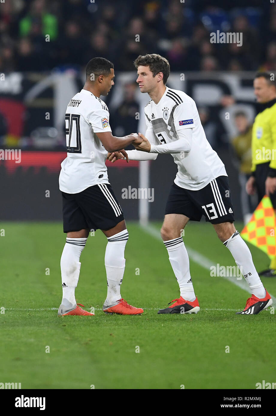 Gelsenkirchen, Deutschland. 19th Nov, 2018. Substitutions: Serge Gnabry (Germany) walks, Thomas Mueller (Germany) comes. GES/Football/Nations League: Germany - Netherlands, 19.11.2018 Football/Soccer: Nations League: Germany vs Netherlands, Gelsenkirchen, November 19, 2018   usage worldwide Credit: dpa/Alamy Live News - Stock Image