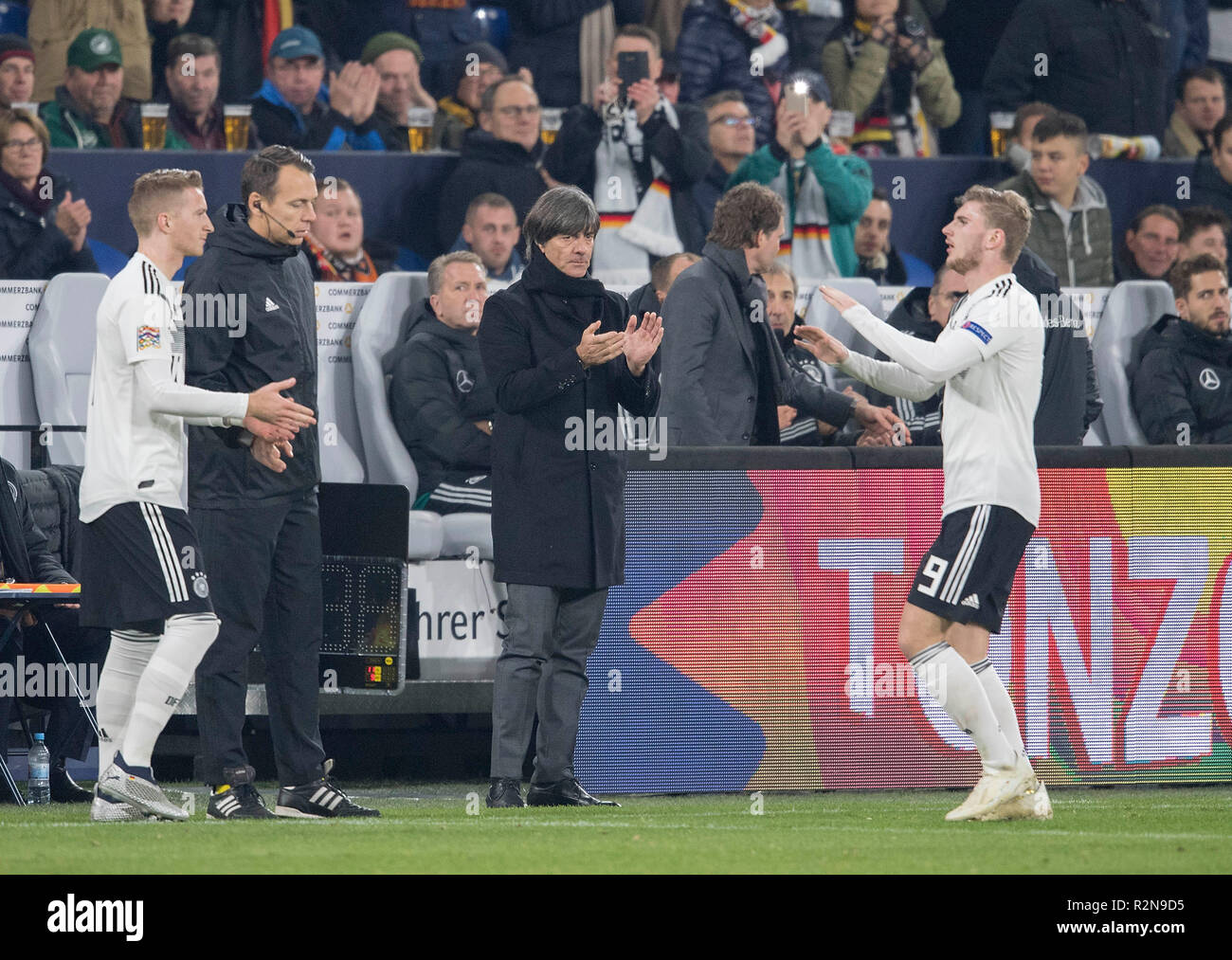 Replacement Timo WERNER r. (GER) walks for Marco REUS l. (GER), Joachim 'Jogi' LOEW (LOW) (coach / Bundescoach, GER) applauds applause, Substitutions, Football Laender match, Nations League, Germany (GER) - Netherlands (NED) 2: 2, 19/11/2018 in Gelsenkirchen / Germany.   usage worldwide - Stock Image