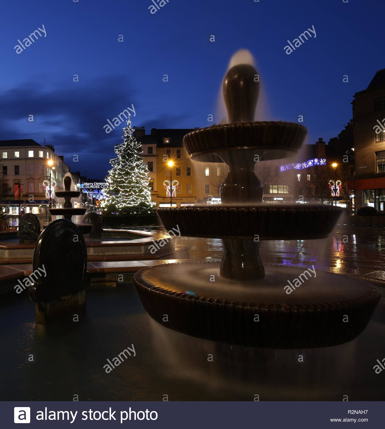 Dundee, UK. 20th November 2018. Christmas decorations in City Square Dundee after a wet and windy day in Tayside. Credit: Stephen Finn/Alamy Live News - Stock Image