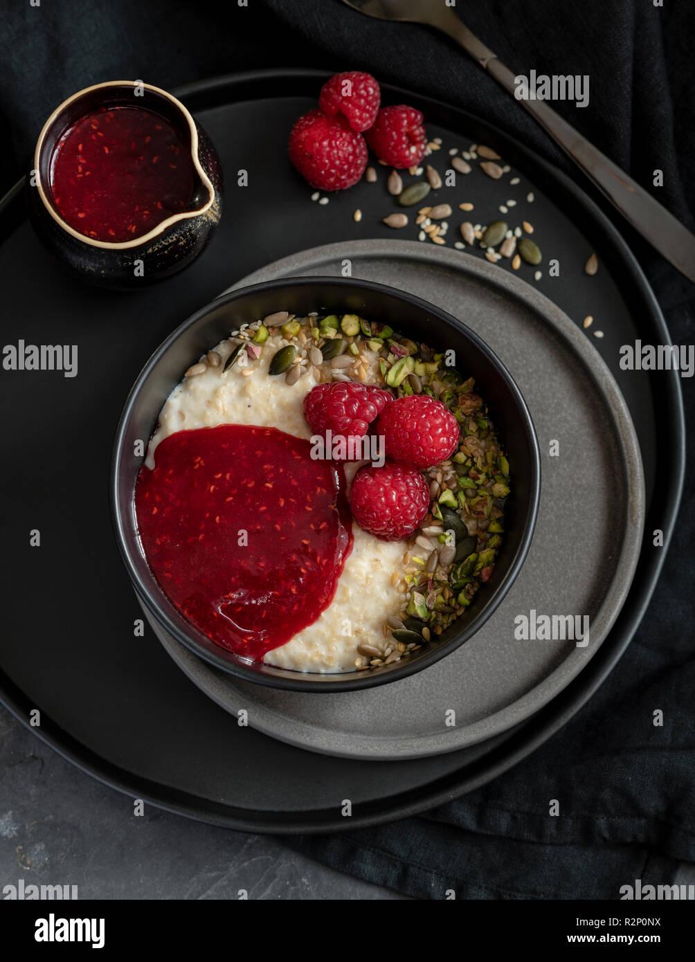 Porridge with raspberries and pistachio - Stock Image