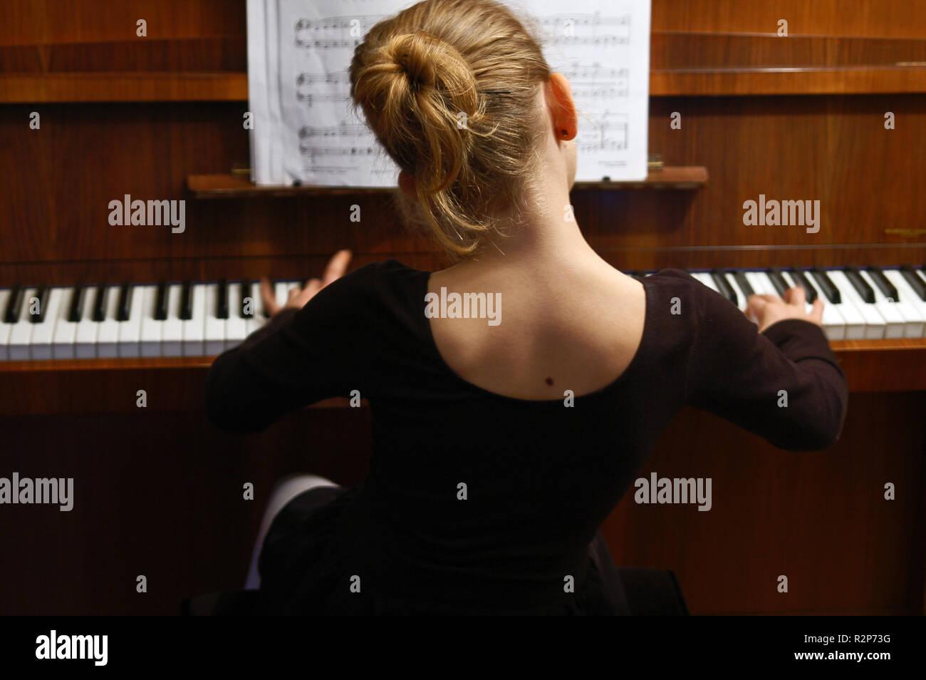 play piano - Stock Image