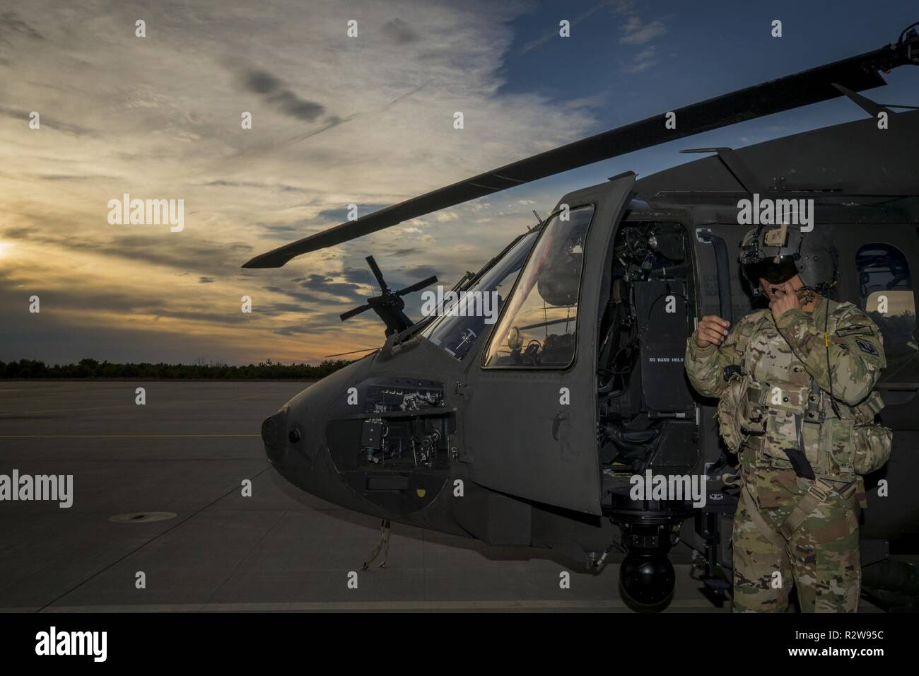4263ee1057 Us Army Helicopter Pilot Training Stock Photos   Us Army Helicopter ...