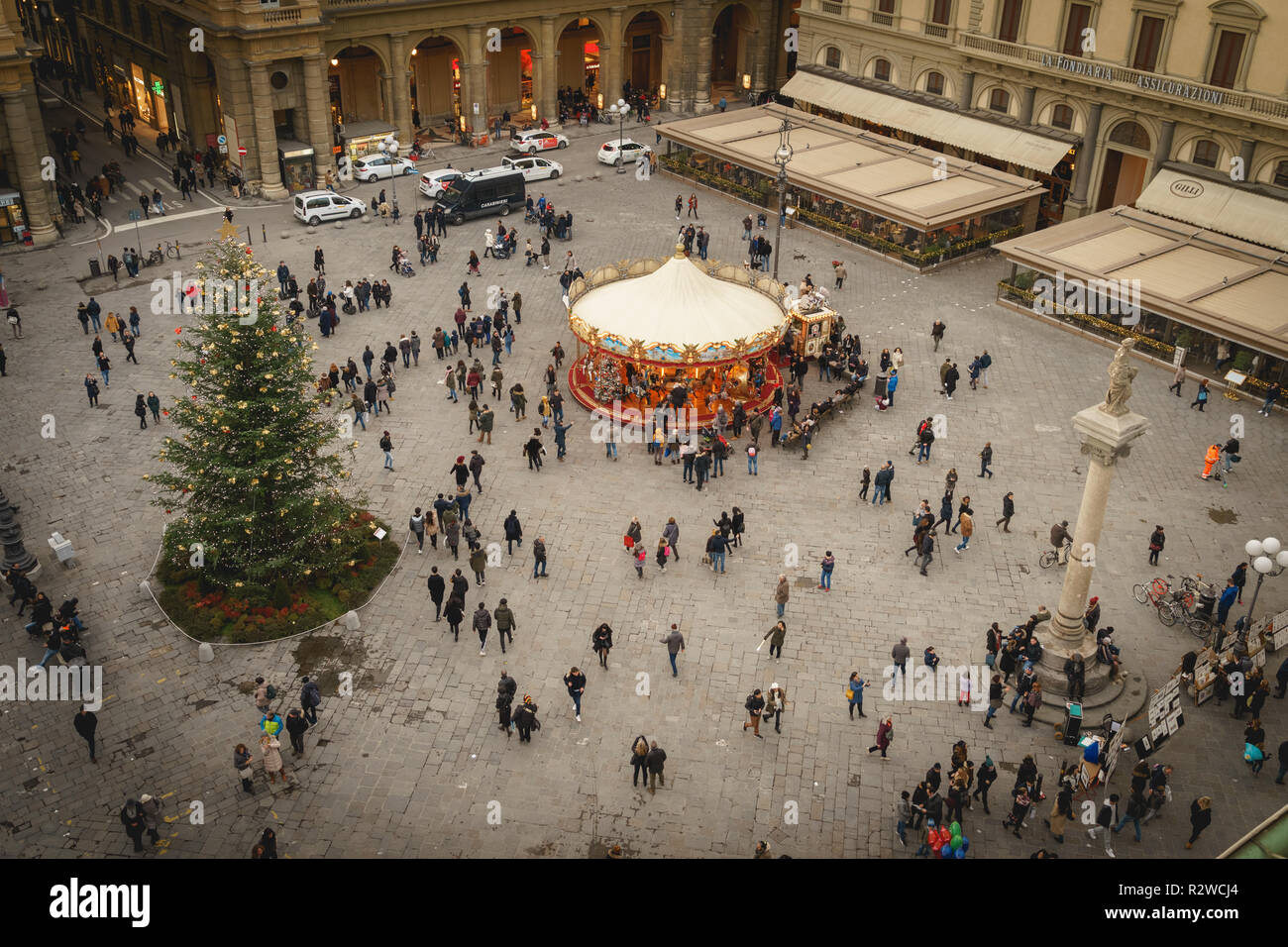 Christmas In Italy 2019.Florence Italy February 2019 Tourists In Republic