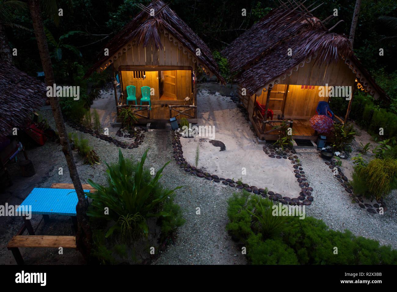 Beach bungalows at Bintang Surf Camp off Siberut Island. - Stock Image