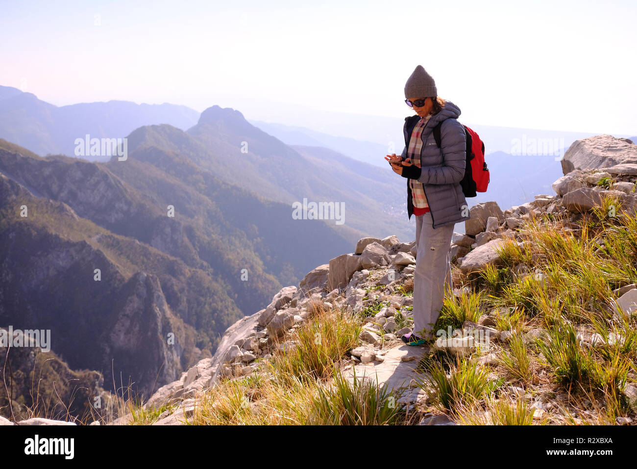 Unplugged: hiking on Tuscany montains. Solo woman, Italy. - Stock Image
