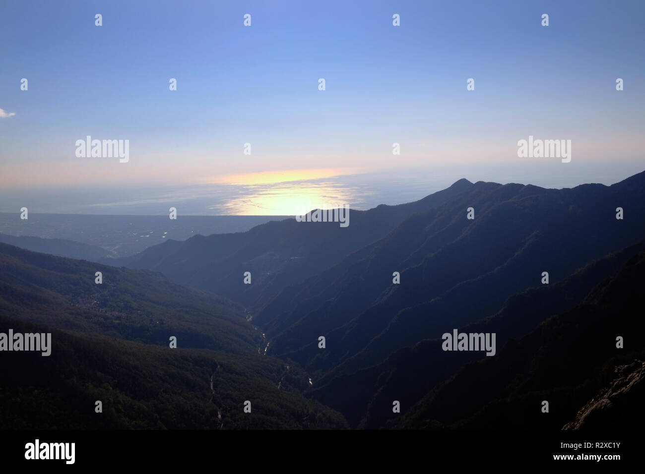Unplugged: exploring nature, hiking on Tuscany mountains, breathtaking panorama (Italy). Stock Photo