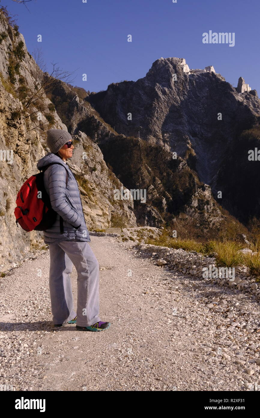 Unplugged: hiking on Monte Altissimo, Tuscany (Italy). - Stock Image