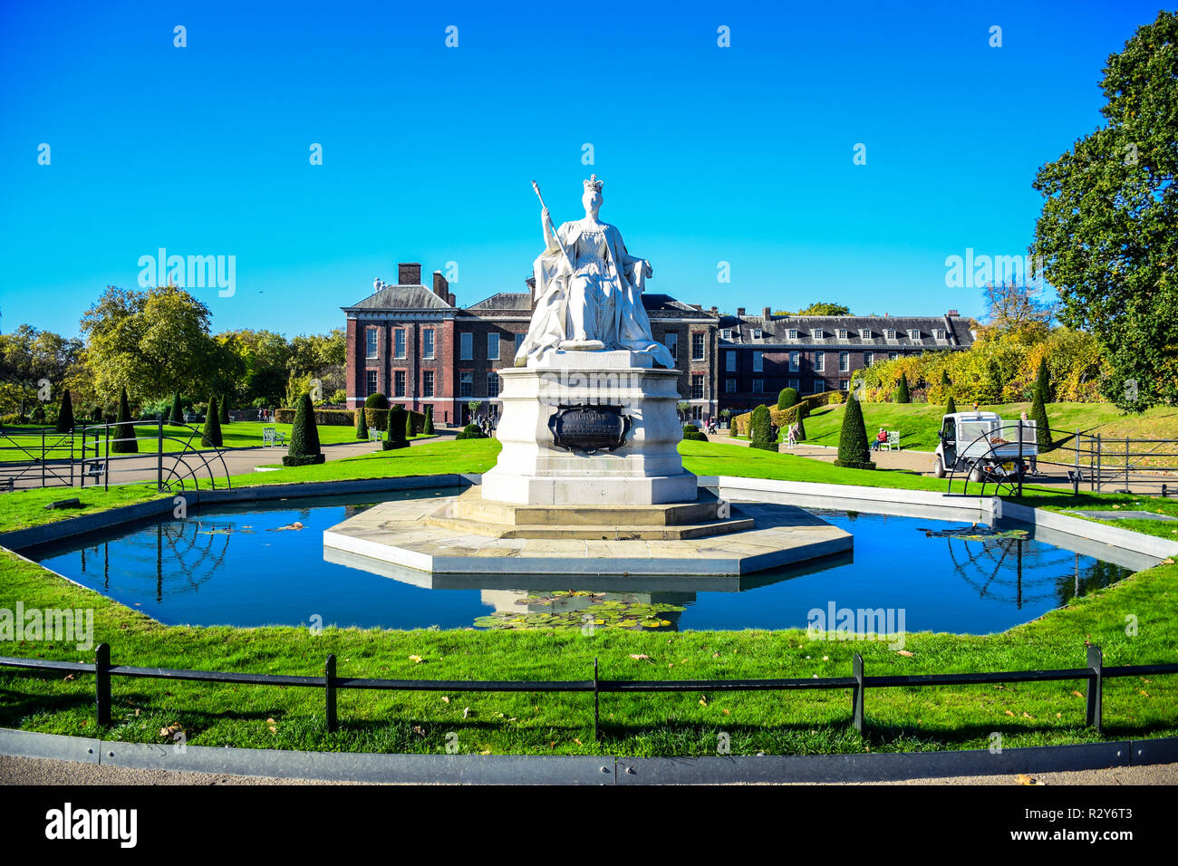 The Great Queen Victoria statue in front of Kensington Palace in the Royal Borough of Kensington and Chelsea in London, England, United Kingdom - Stock Image