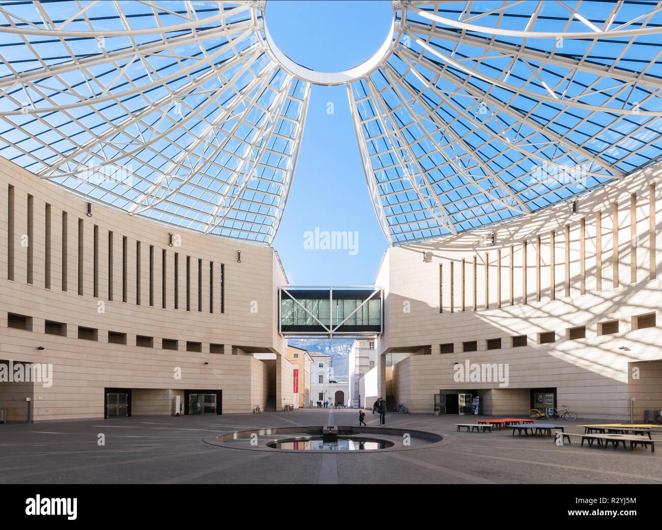 Rovereto stock photos rovereto stock images alamy for Museo d arte moderna e contemporanea di trento e rovereto