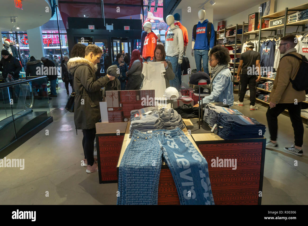 8878dca2f Shoppers search for denim in the Levi Strauss and Co. s new flagship store