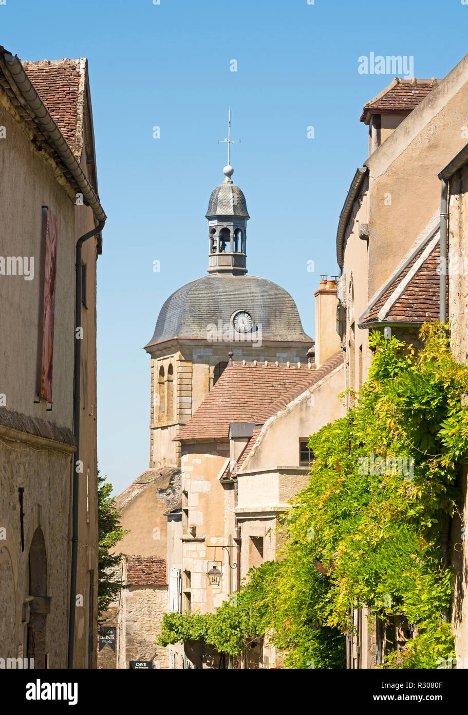 Rue Saint Pierre, Vézelay, Yonne, Burgundy, France, Europe - Stock Image