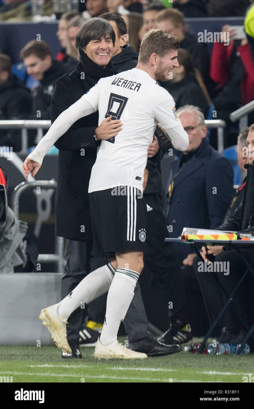 Gelsenkirchen, Deutschland. 20th Nov, 2018. Timo WERNER (from, GER) is exchanged and speaks to Joachim LOEW (Lv? W, Jogi, Bundescoach GER), Substitutions, Full figure, upright, Football Laender match, Nations League, Germany (GER) - Netherlands (NED) 2: 2, 19.11.2018 in Gelsenkirchen/Germany. ¬   usage worldwide Credit: dpa/Alamy Live News - Stock Image