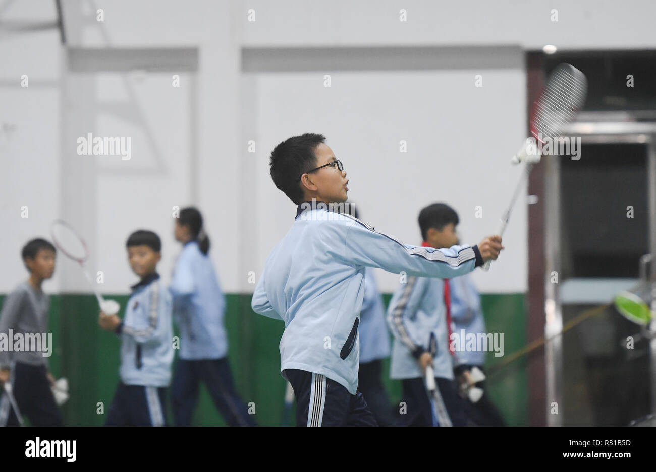 Shishi, China's Fujian Province. 20th Nov, 2018. Students attend badminton class at Jinfeng experimental school at Shishi City, southeast China's Fujian Province, Nov. 20, 2018. More than 40 schools provide extracurricular training for students whose parents are still at work when school is over in Shishi. Credit: Song Weiwei/Xinhua/Alamy Live News - Stock Image