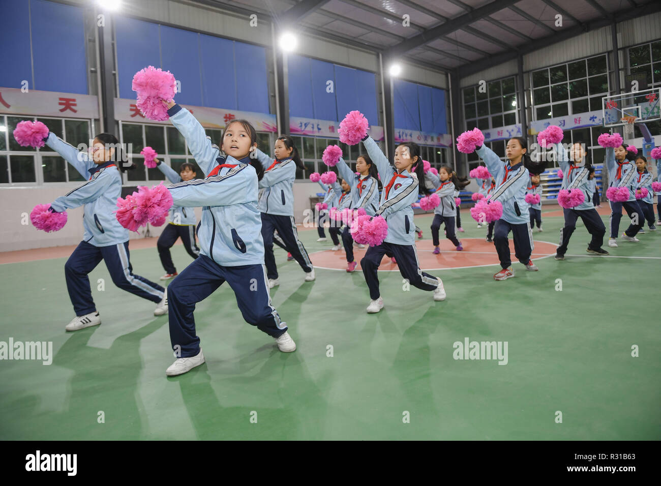 Shishi, China's Fujian Province. 20th Nov, 2018. Students attend cheerleading gymnastics class at Jinfeng experimental school at Shishi City, southeast China's Fujian Province, Nov. 20, 2018. More than 40 schools provide extracurricular training for students whose parents are still at work when school is over in Shishi. Credit: Song Weiwei/Xinhua/Alamy Live News - Stock Image