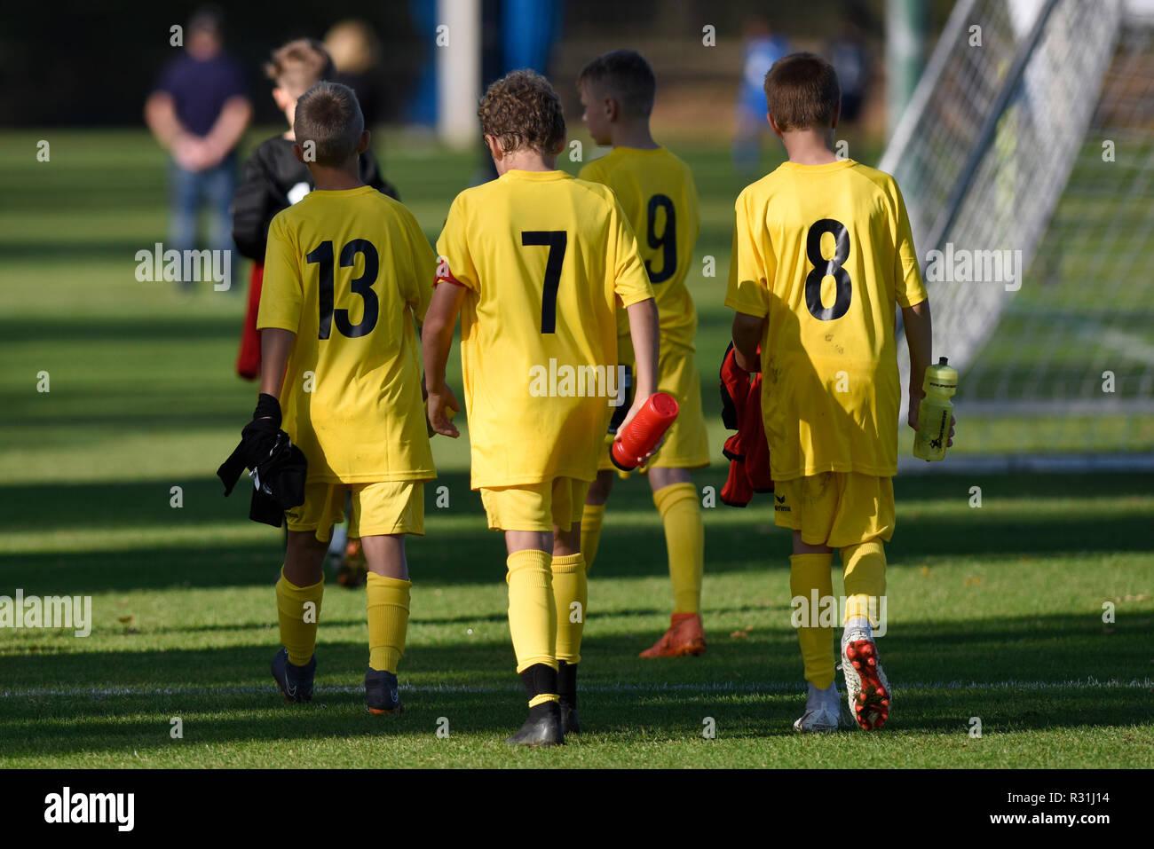 Junior soccer players, U13 juniors, hanging heads, soccer, Basel, Switzerland - Stock Image