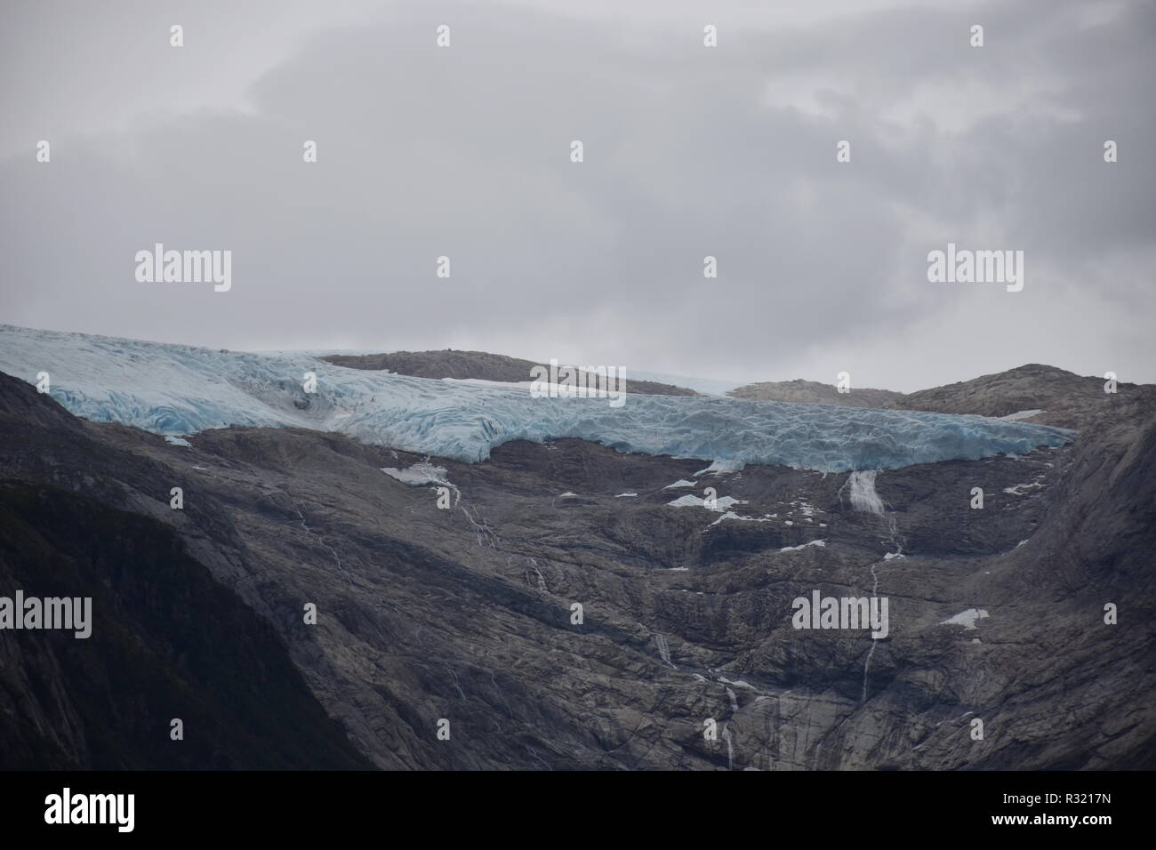 Gletscher, Svartisen, Svartisengletscher, Saltfjellet, Nationalpark, Fjord, Holandsfjorden, Nordfjorden, Schnee, Eis, Eisschicht, kalt, mächtig, Zunge Stock Photo