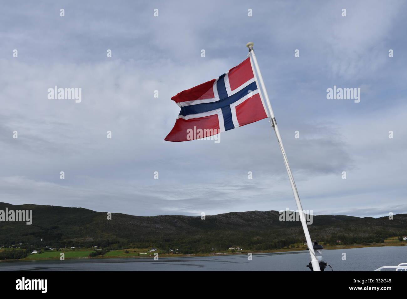 Fahne, Flagge, Norwegen, Symbol, Staatsfahne, Staat, wehen, Wind, Fahnenmast, Kreuz, Nation, Schifffahrt, Identität, Kennzeichen, Wolken, Sturm, Land - Stock Image