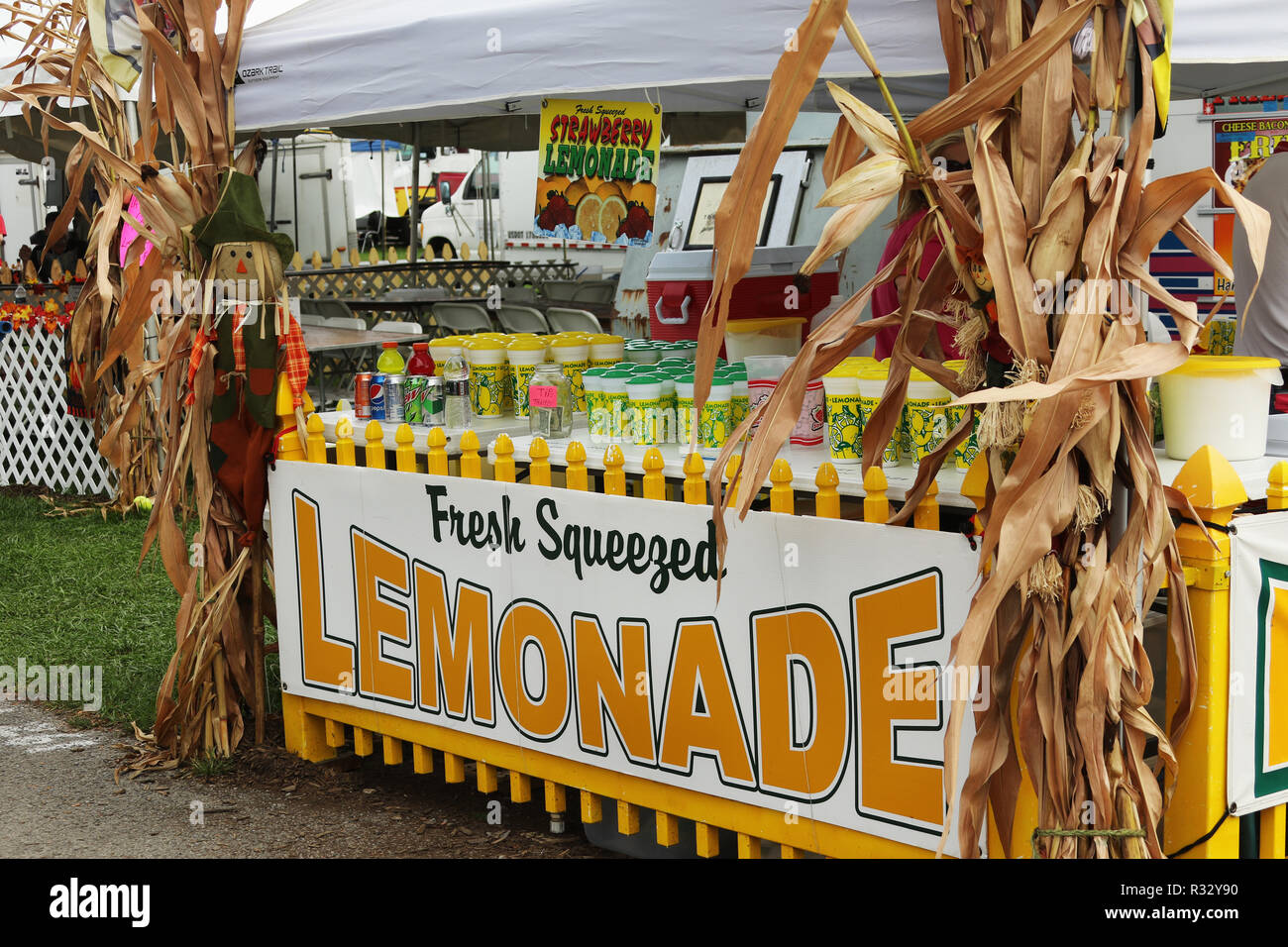 Lemonade concession stand. Canfield Fair. Mahoning County Fair. Canfield, Youngstown, Ohio, USA. - Stock Image