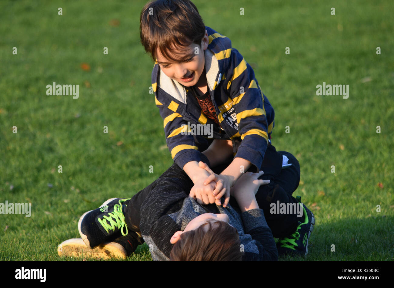 Pre teen young boys fighting - Stock Image