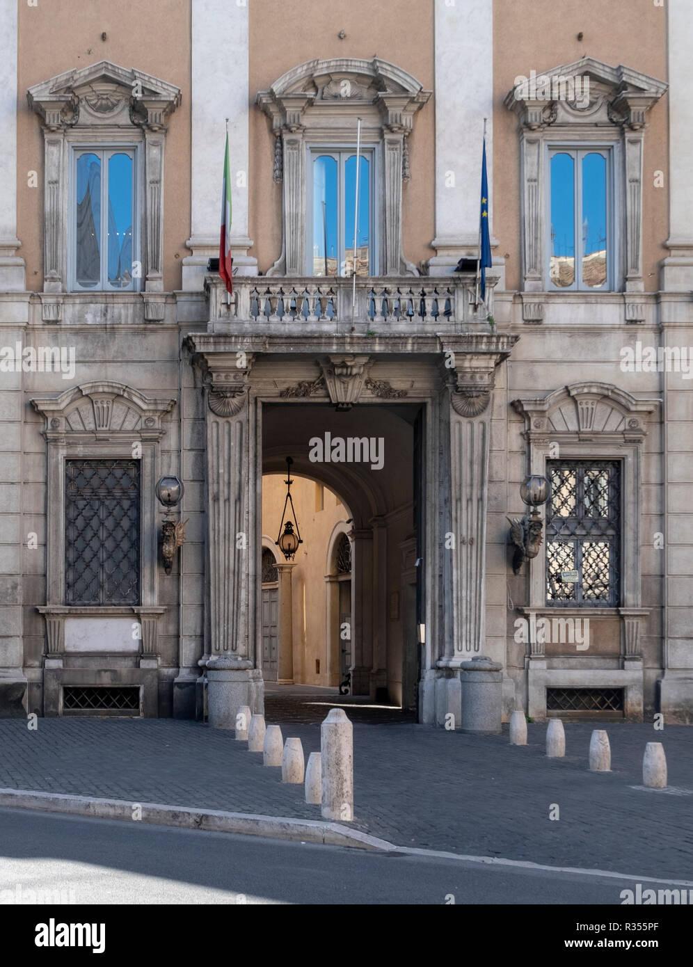 Rom, Roma, Stadtpalais an der Piazza del Gesu - Stock Image