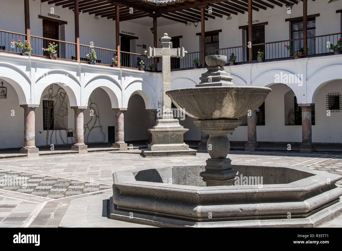 Inner courtyard of the Palacio Arzobispal in the Plaza de la Independencia in Quito Stock Photo