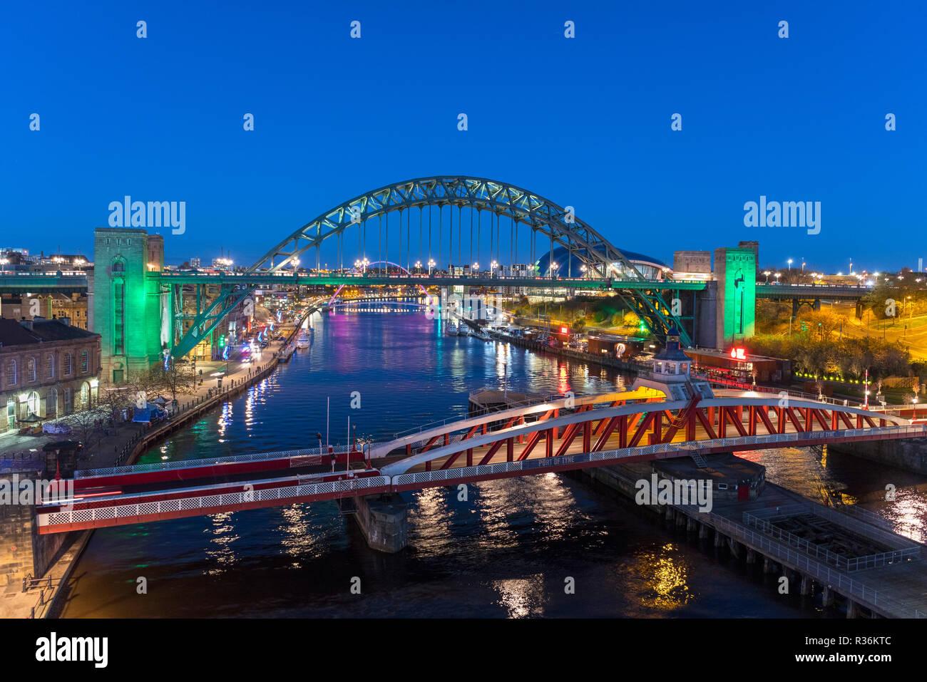 Newcastle bridges. Aerial view of the River Tyne and Tyne Bridge at night, Newcastle upon Tyne, England, UK - Stock Image