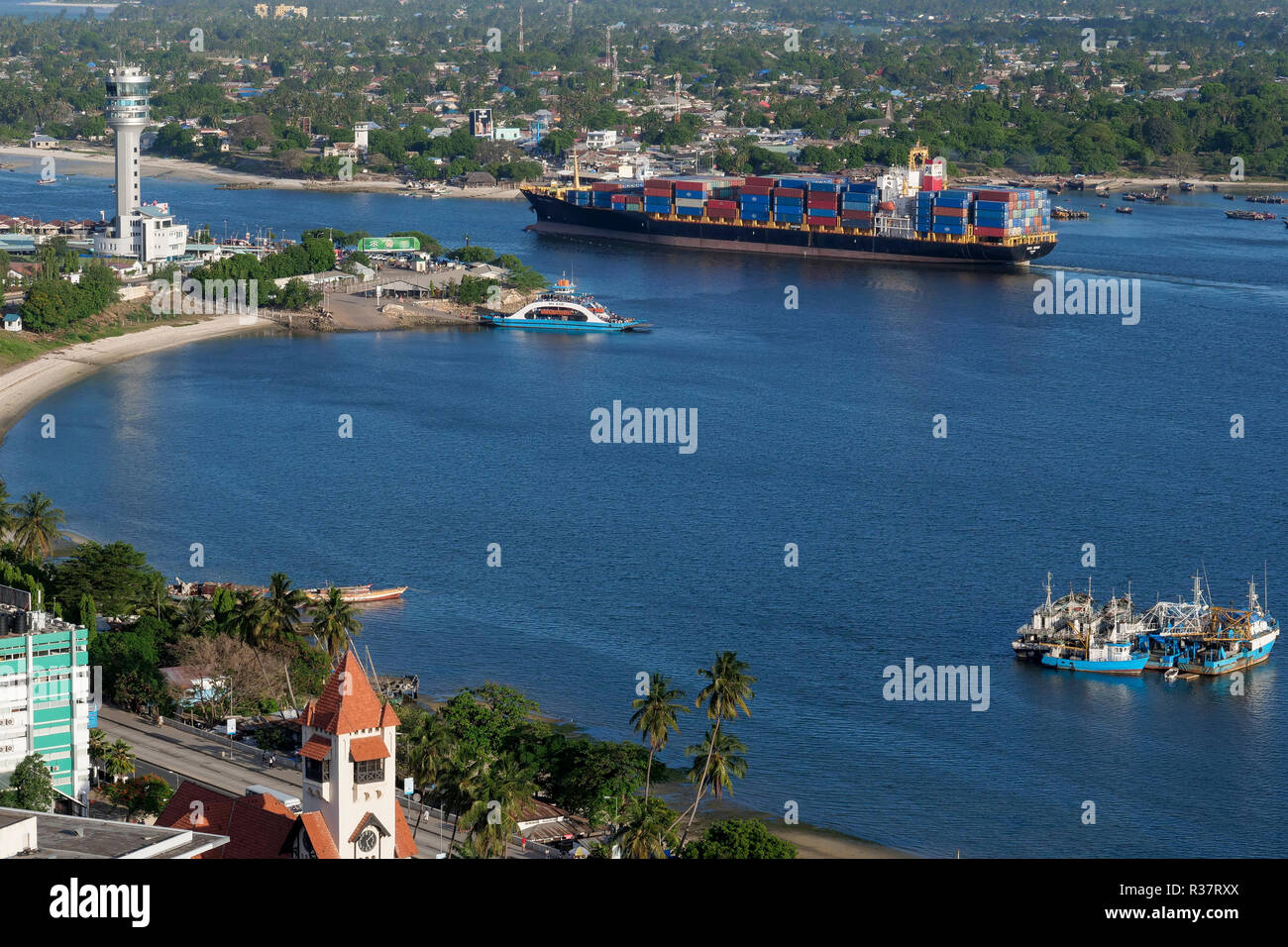 TANZANIA Daressalaam, bay and seaport, Pacific International Lines