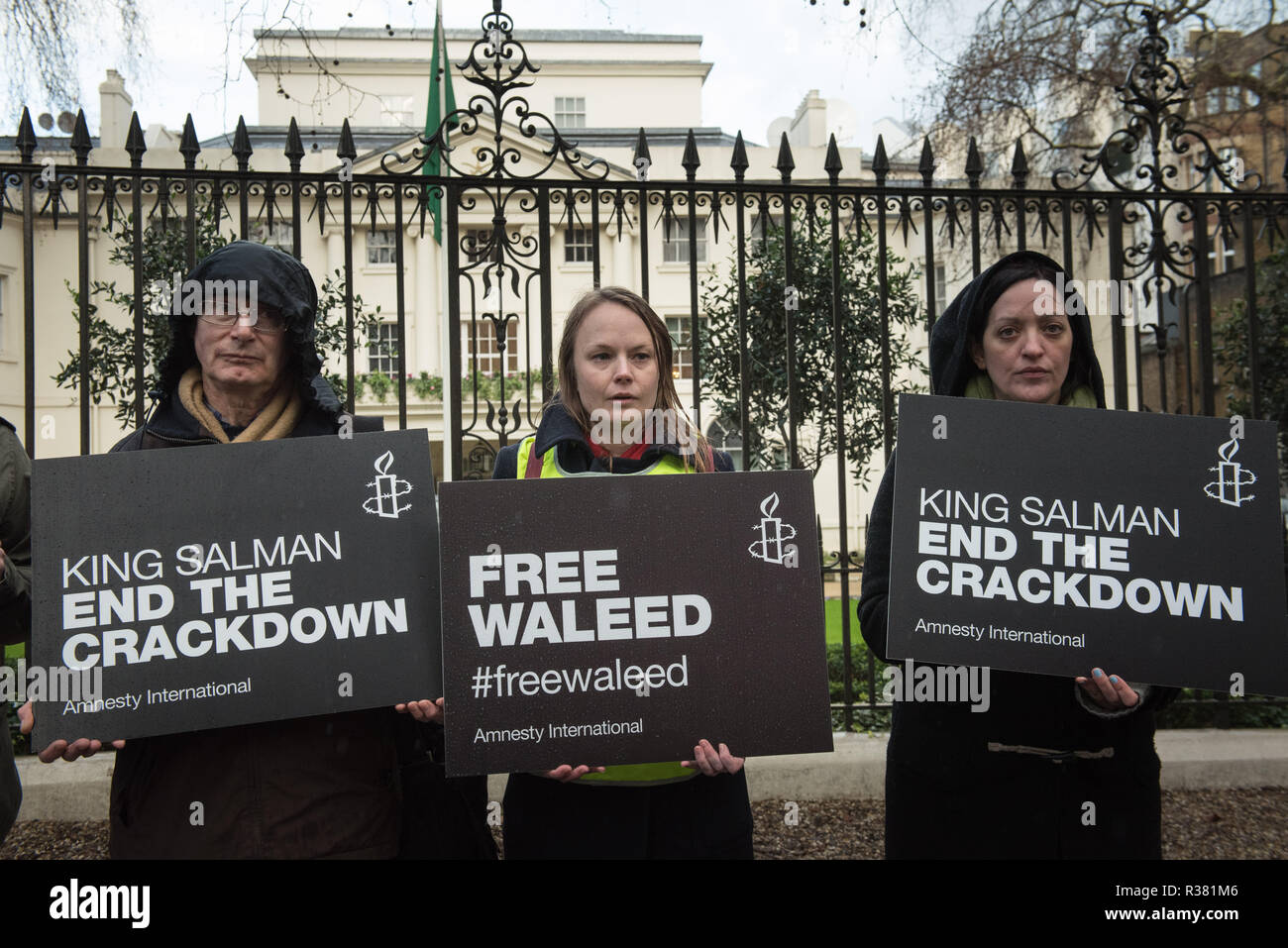 Saudi Embassy, London, UK. 8th January, 2016. Supporters of Raif Badawi, the jailed Saudi activist and blogger, hand over a petition with 250,000 sign - Stock Image