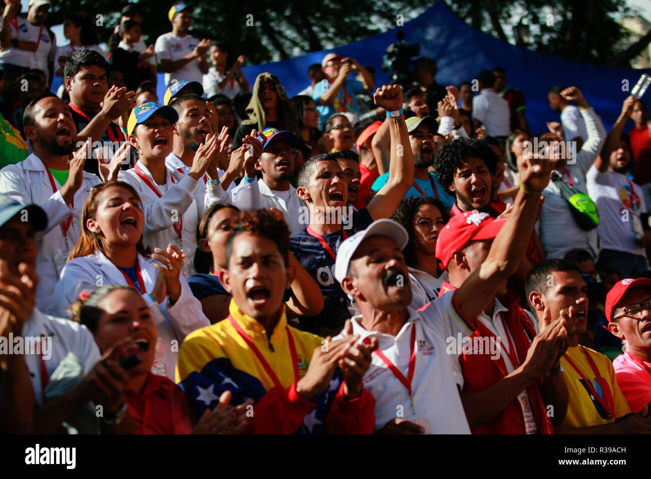 Caracas, Venezuela. 21st Nov, 2018. Supporters of Venezuelan President Nicolas Maduro participate in a march for the celebration of Student Day, in Caracas, Venezuela, 21 November 2018. Maduro asked university students to join the militias and prepare for the defense of the country 'with weapons in hand' if necessary, in the face of possible attacks by 'imperialism' and 'oligarchy', as he usually refers to the United States and the opposition. Credit: CRISTIAN HERNANDEZ/EFE/Alamy Live News - Stock Image