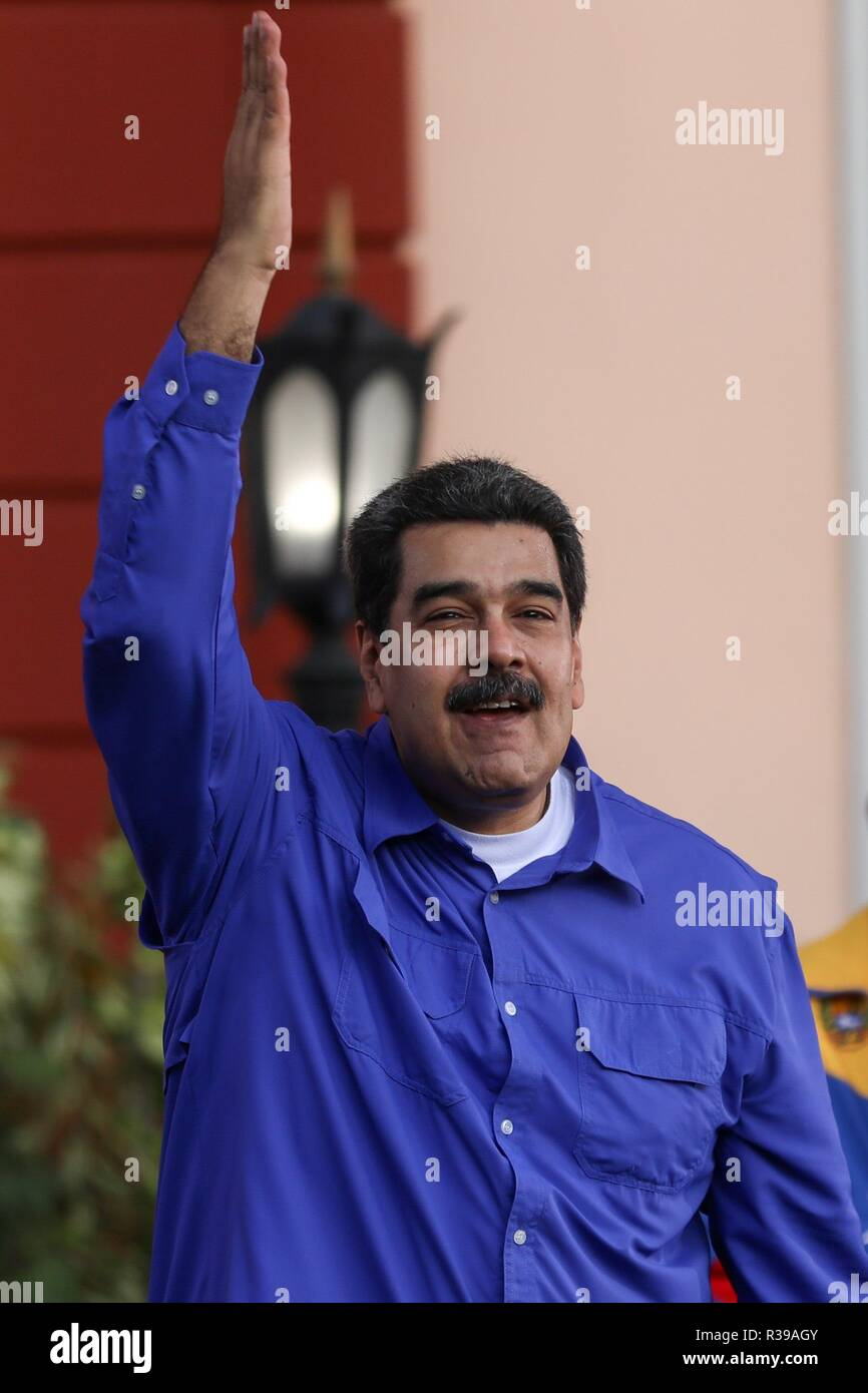 Caracas, Venezuela. 21st Nov, 2018. Venezuelan president, Nicolas Maduro speaks during an act for the celebration of Student Day, in Caracas, Venezuela, 21 November 2018. Maduro asked university students to join the militias and prepare for the defense of the country 'with weapons in hand' if necessary, in the face of possible attacks by 'imperialism' and 'oligarchy', as he usually refers to the United States and the opposition. Credit: CRISTIAN HERNANDEZ/EFE/Alamy Live News - Stock Image