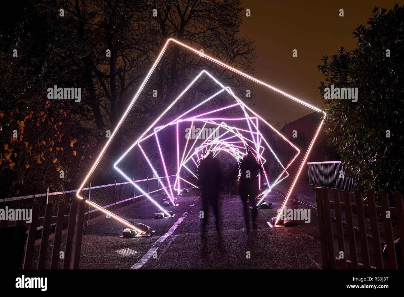 Lighting Up November Darkness >> London Uk 22 November 2018 Visitors Walk Through A Light Tunnel