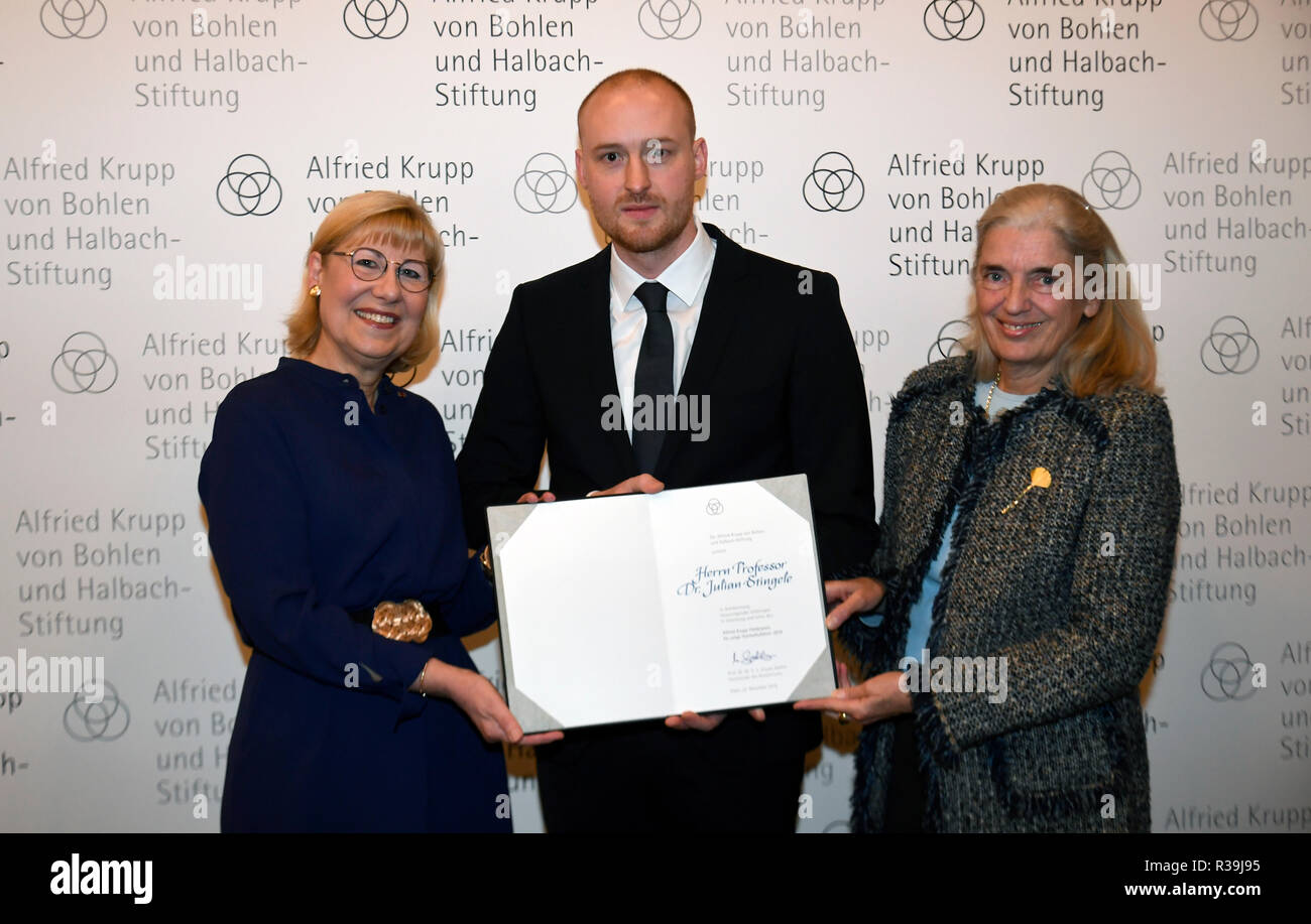 Essen, Germany. 22nd Nov, 2018. Ursula Gather (l), Chairman of the Board of Trustees of the Krupp Foundation, Julian Stingele, biochemist and this year's Alfried Krupp Award winner for young university lecturer, and Isabel Pfeiffer-Poensgen (r), North Rhine-Westphalia's Minister of Science, take photos at Villa Hügel. The prize is endowed with one million euros. Stingele receives an award for his research into the 'repair' of damaged genetic material. Credit: Ina Fassbender/dpa/Alamy Live News - Stock Image