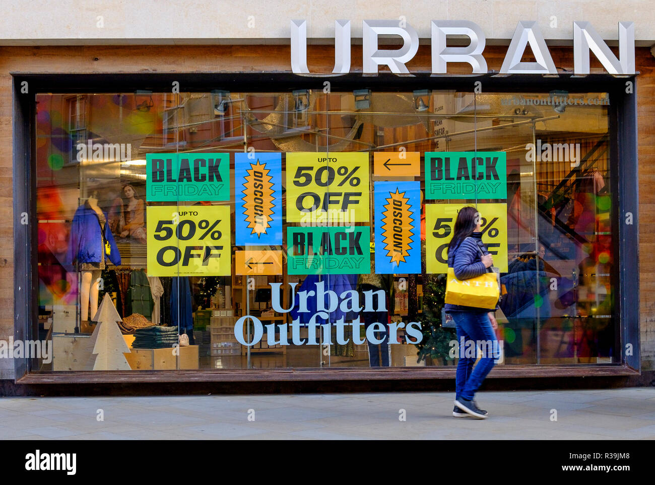 17dce185 Bath, UK. 22nd November, 2018. With Black Friday sales due to start ...
