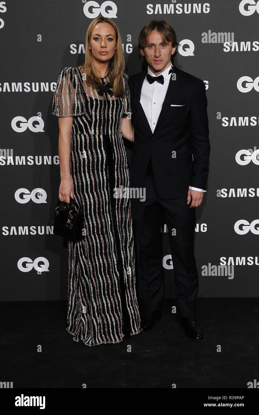 Photocall de los premios GQ Hombres del A–o 2018. (Photo: Jose Cuesta/261/Cordon Press). Luca Modric y su esposa   Photocall of GQ Men of Year Award 2018 in Madrid on Thursday , 22 november 2018 - Stock Image
