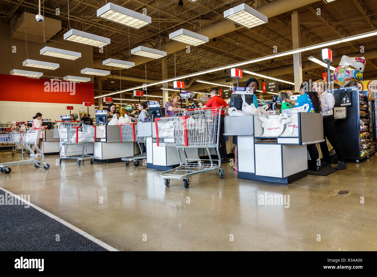 Miami Florida Winn-Dixie grocery store supermarket food checkout line queue cashiers cashier - Stock Image