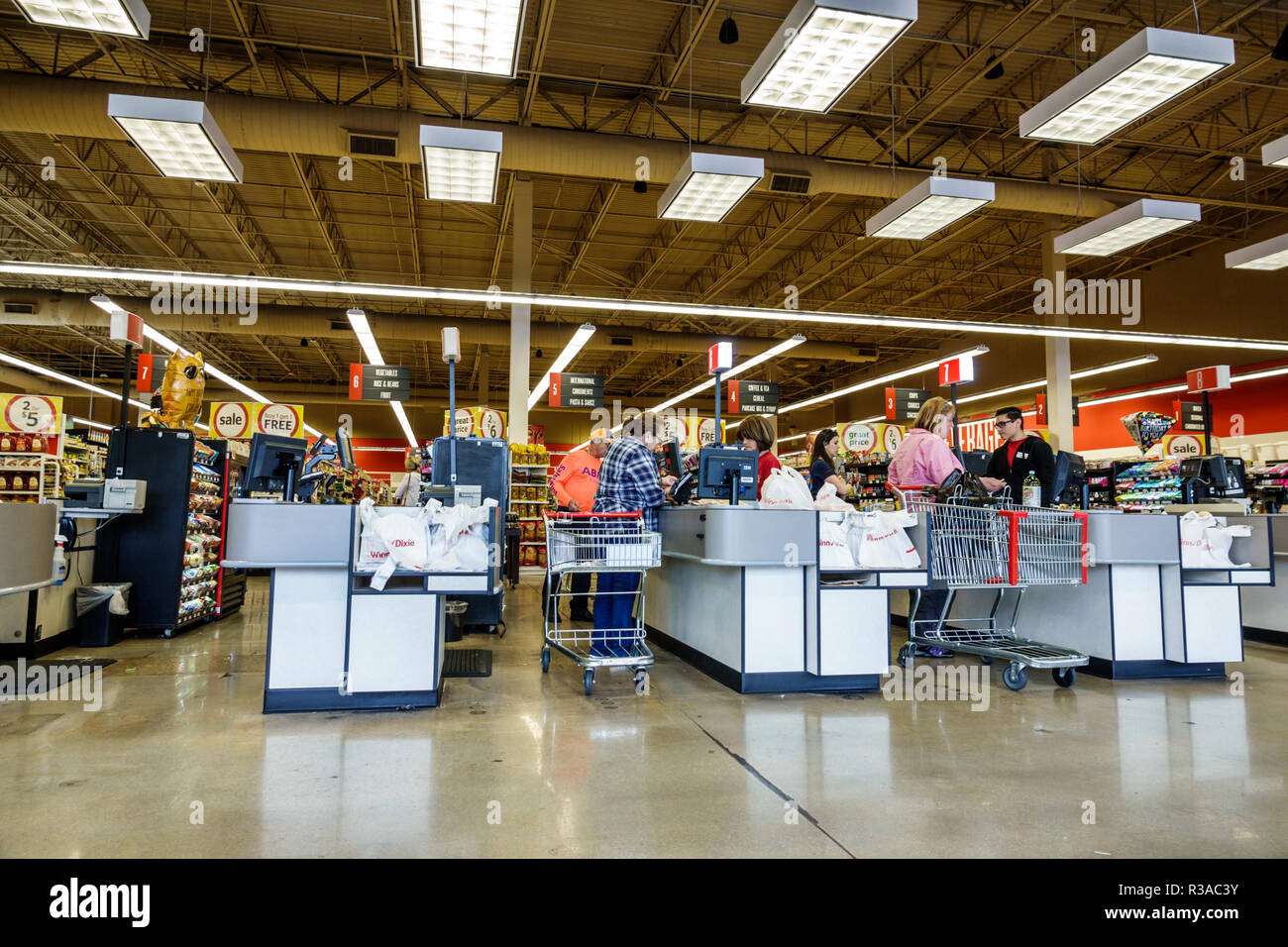 Miami Florida Winn-Dixie grocery store supermarket food inside checkout lines queues cashiers - Stock Image