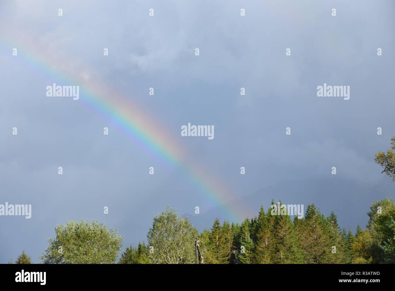 Norwegen, Lofoten, Regenbogen, Regen, Wasser, Licht, Schatten, Sonne, Reflexion, scheinen, Wolken, Wetter, Unwetter, Atmosphärisch, optisch, - Stock Image