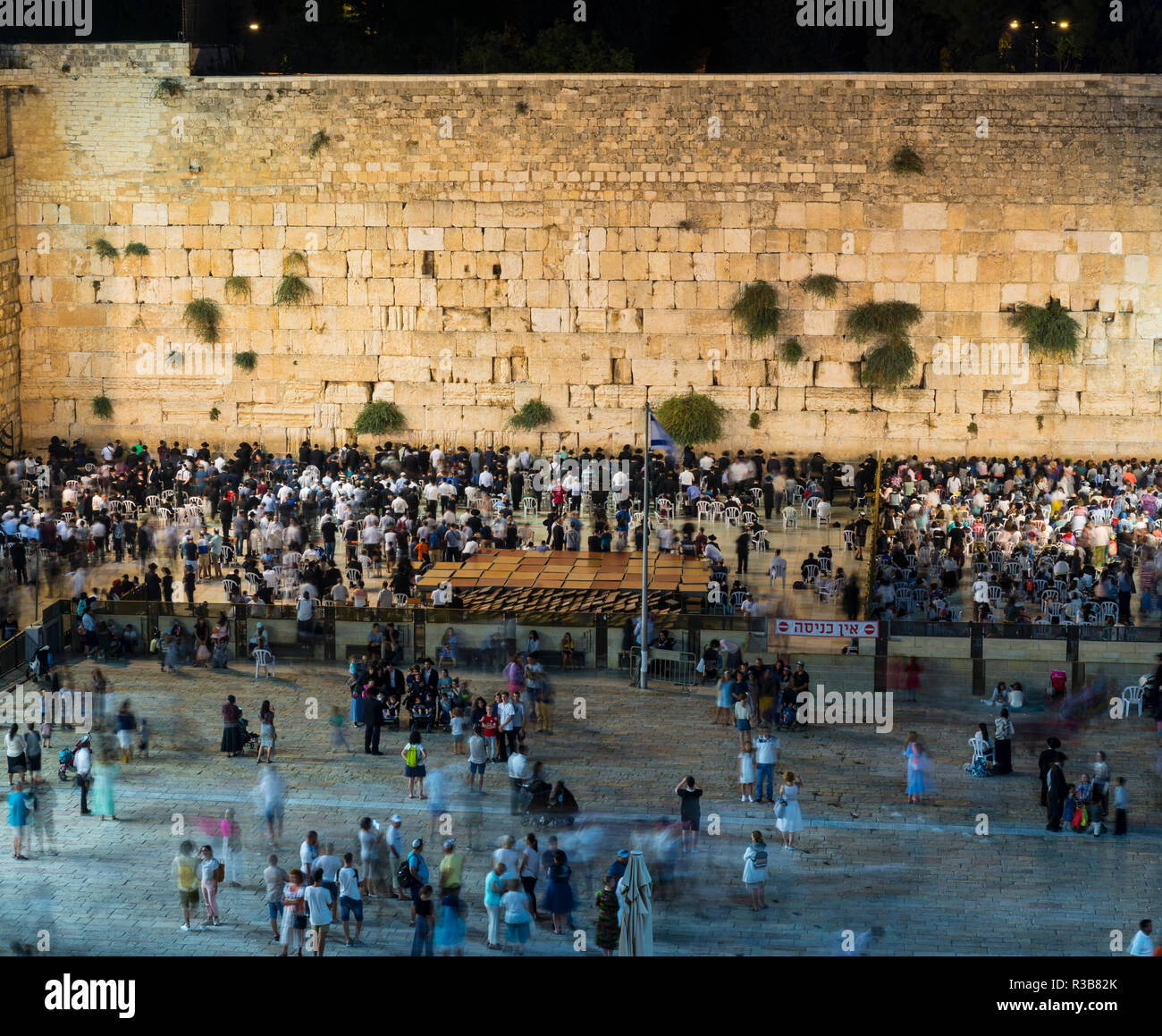 Many believers at the Wailing Wall in the evening, Old Town, Jerusalem, Israel - Stock Image