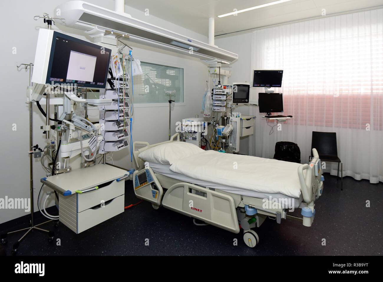 Intensive care single room, Switzerland - Stock Image