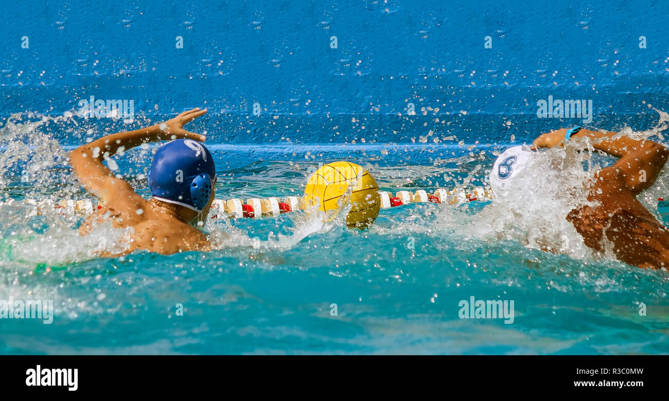 duel water polo players match pool - Stock Image
