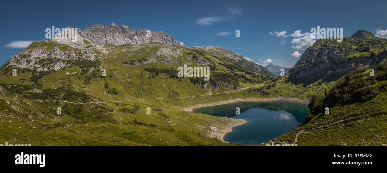 Bergpanorama im Lechtal mit Formarinsee - Stock Image