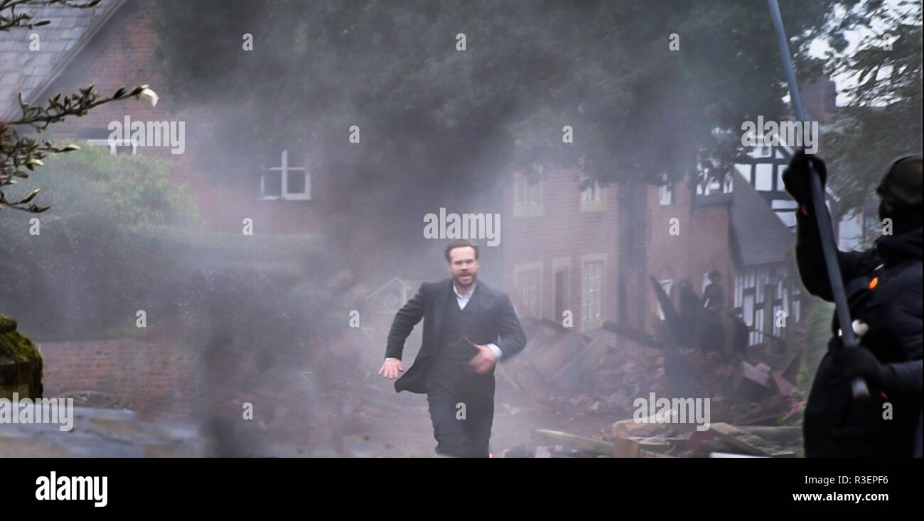 Great Budworth, UK. 11th April, 2018. Actor Rafe Spall dressed in Edwardian costume, in mid run among the carnage in the new BBC drama 'War Of The Wor - Stock Image