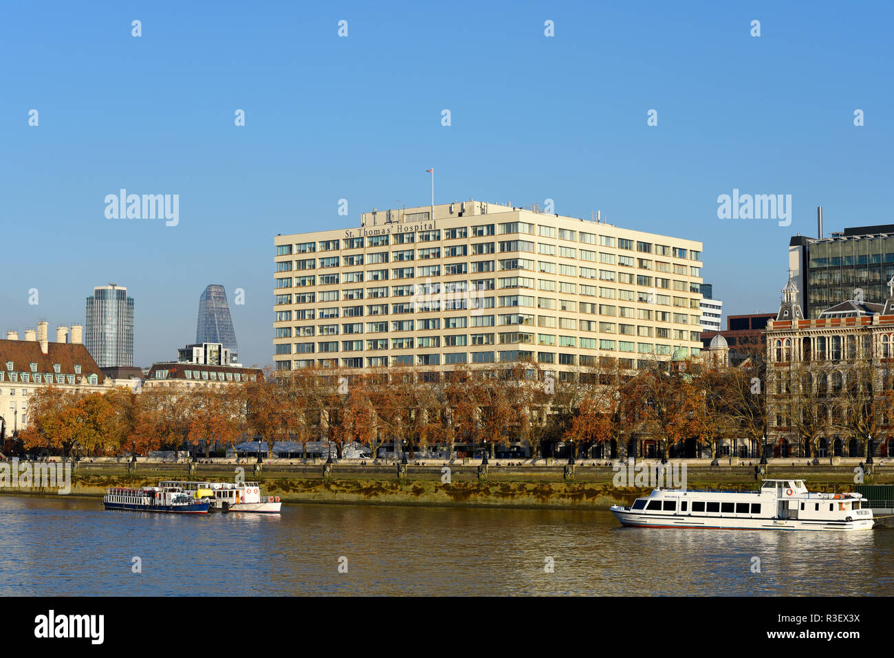 St Thomas' Hospital, Westminster Bridge, London, UK. NHS teaching hospital in Central London. Guy's and St Thomas' NHS Foundation Trust Space for copy - Stock Image