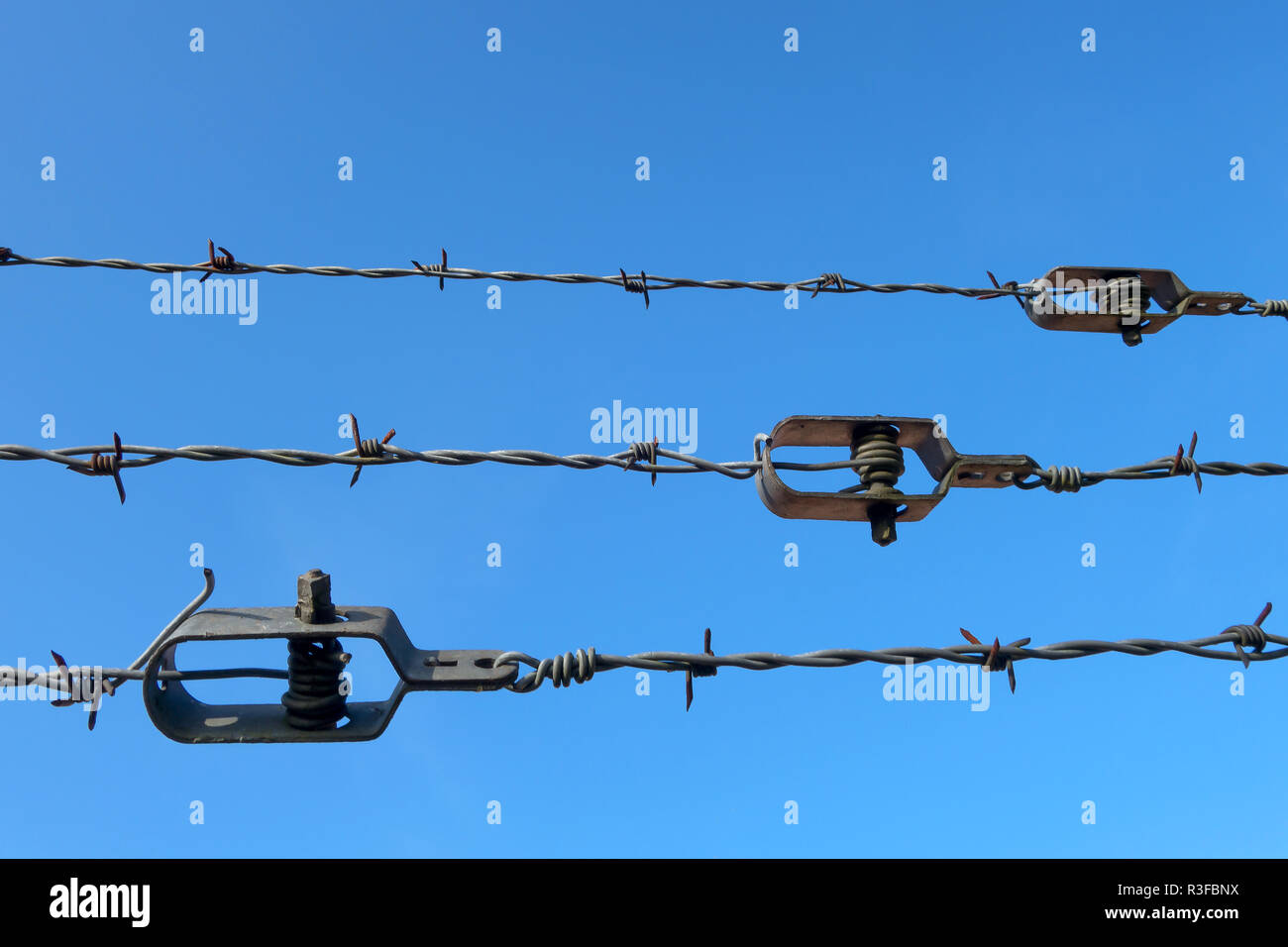 barbed wire tensioner - Stock Image