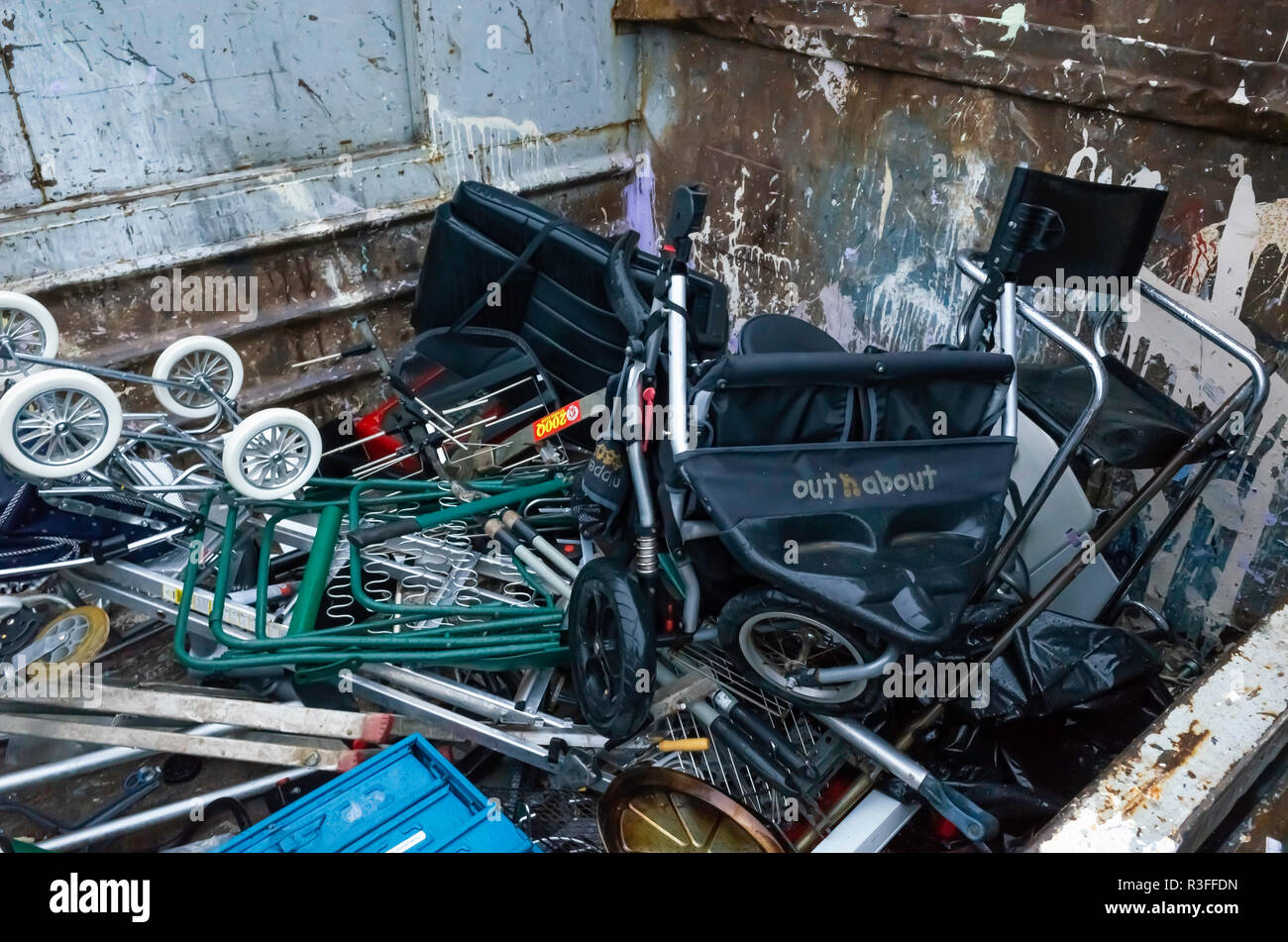 An English Local Authority Recycling centre skip for disposal of scrap metal - Stock Image